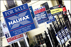 Halifax house price data: average UK house prices fell by 1.8pc during August